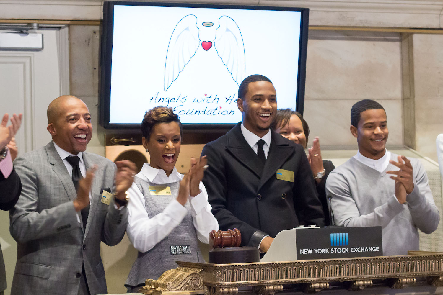 NEW YORK, NY – NOVEMBER 13: Entertainer Trey Songz Rings NYSE Closing Bell to Highlight 30 Acts of Kindness and Angels with Heart Month by ringing the Closing bell at the New York Stock Exchange on November 13, 2014 in New York City. (Photo by Ben Hider/NYSE)